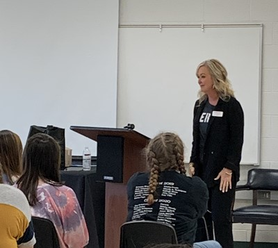 On November 26th, Lisa Beard with State Farm Insurance visited Southern Kentucky Early College and Career Academy to talk with the Medical Arts and Business students about her career as an insurance agent and nurse.