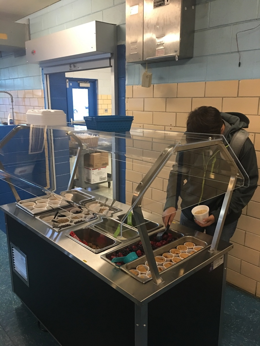 Clinton County School District Food Services is excited to introduce the new Hot / Cold Breakfast & Lunch Bar at CCHS!